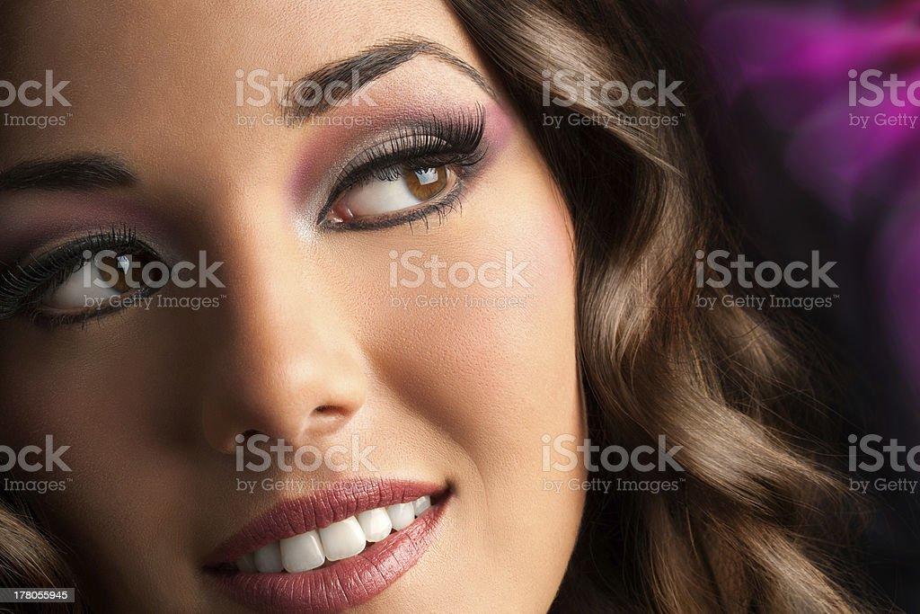 Séduisante brunette avec sensuelle. photo libre de droits