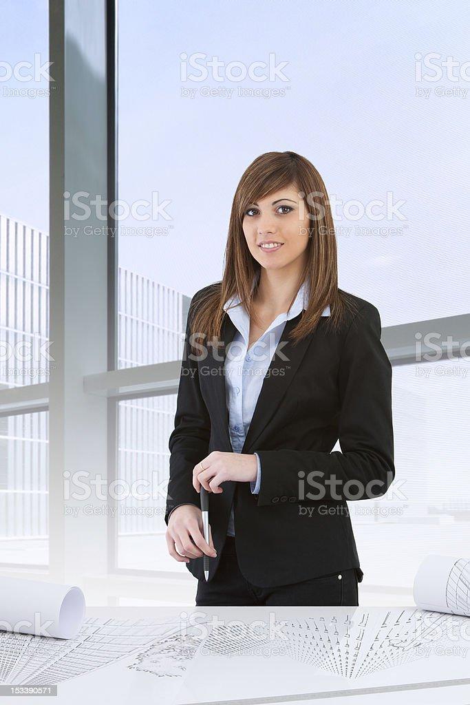 Séduisante Femme d'affaires dans le bureau photo libre de droits