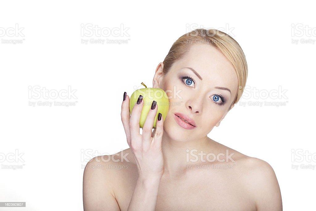 Attraktive Frau mit Apfel, isoliert auf weiss Lizenzfreies stock-foto