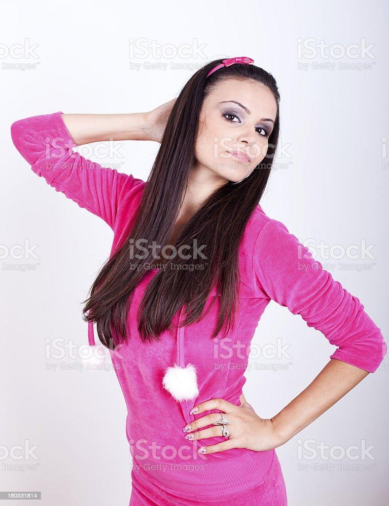 Atractiva joven mujer en vestido rosa foto de stock libre de derechos