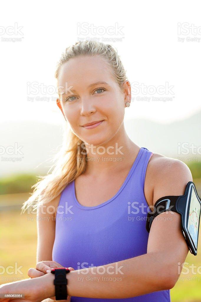 Séduisante jeune femme sportive en plein air. photo libre de droits