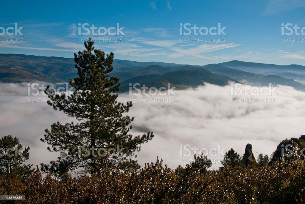 Au-dessus d'une mer de nuages stock photo