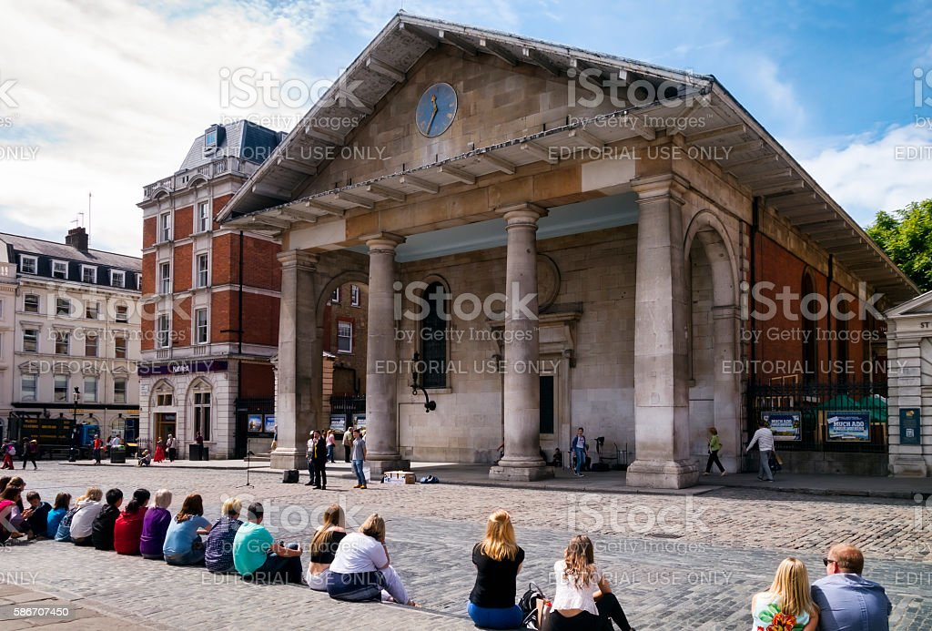 Audience watching a street entertainer in Covent Garden stock photo