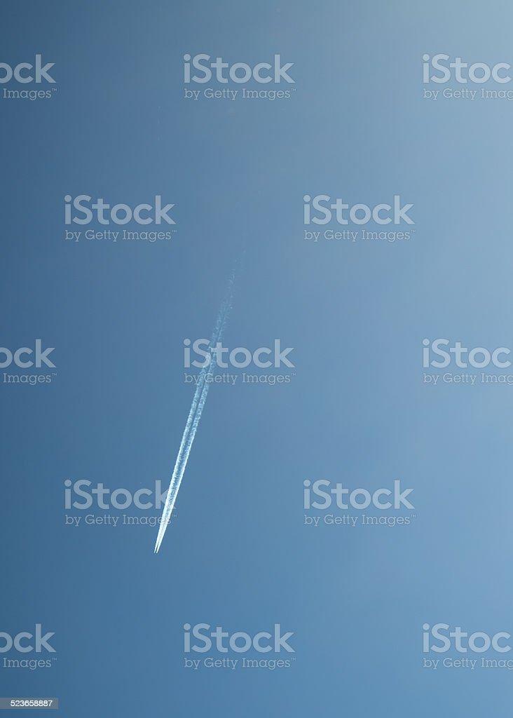 Avion dans le ciel stock photo