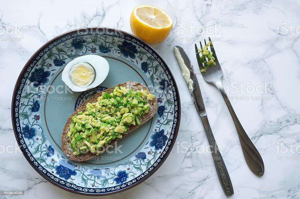 Avocado toast and lemon foto de stock royalty-free