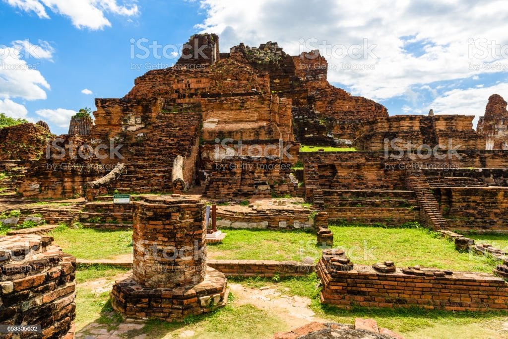 Ayutthaya temple ruins, Wat Maha That stock photo
