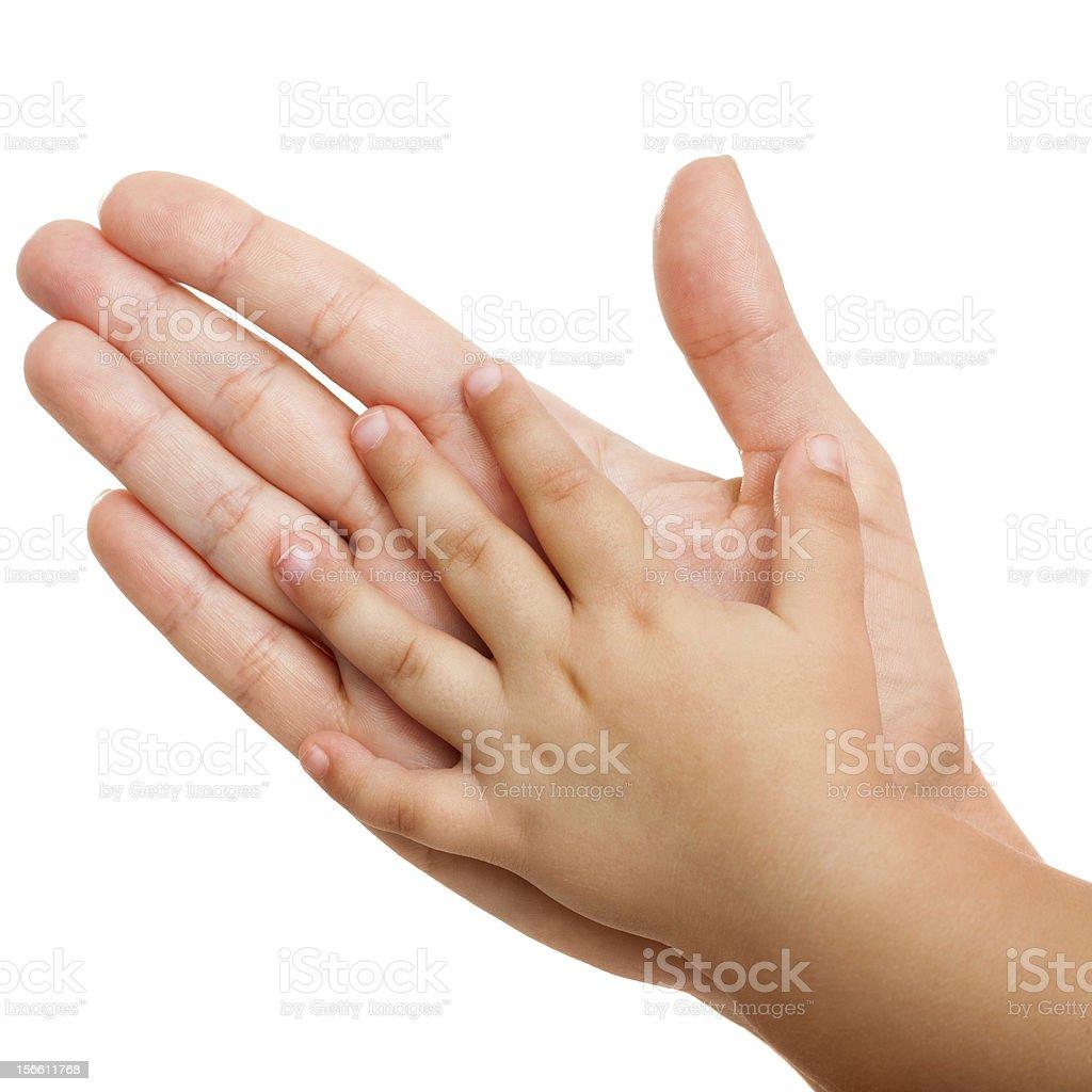Bébé et la Mère mains isolés. photo libre de droits