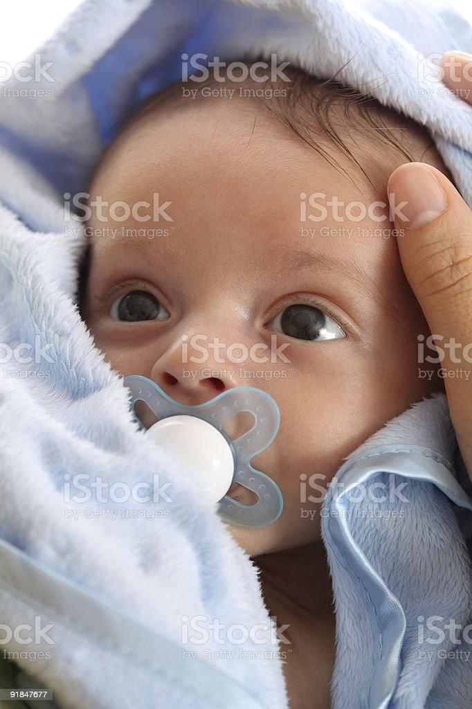 Baby мальчик Смотреть adoringly на его мать Стоковые фото Стоковая фотография