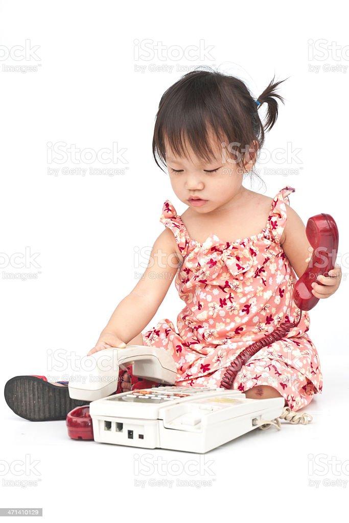 Baby wybierając stary Beżowy rozmowy telefoniczne zbiór zdjęć royalty-free