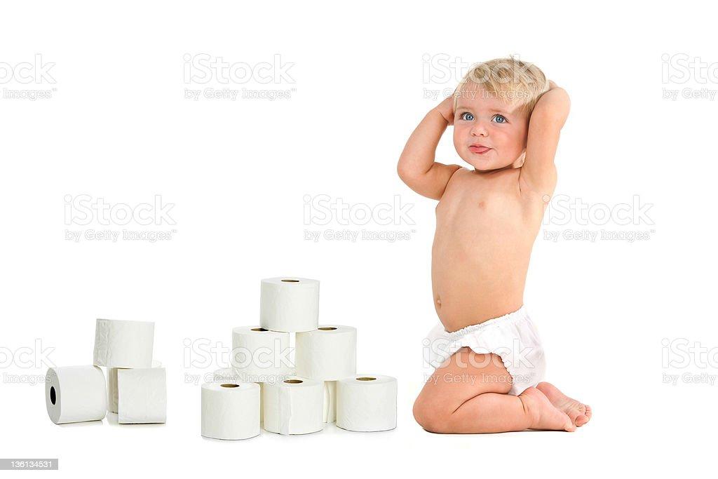 Bébé fille avec des tissus de la salle de bains photo libre de droits