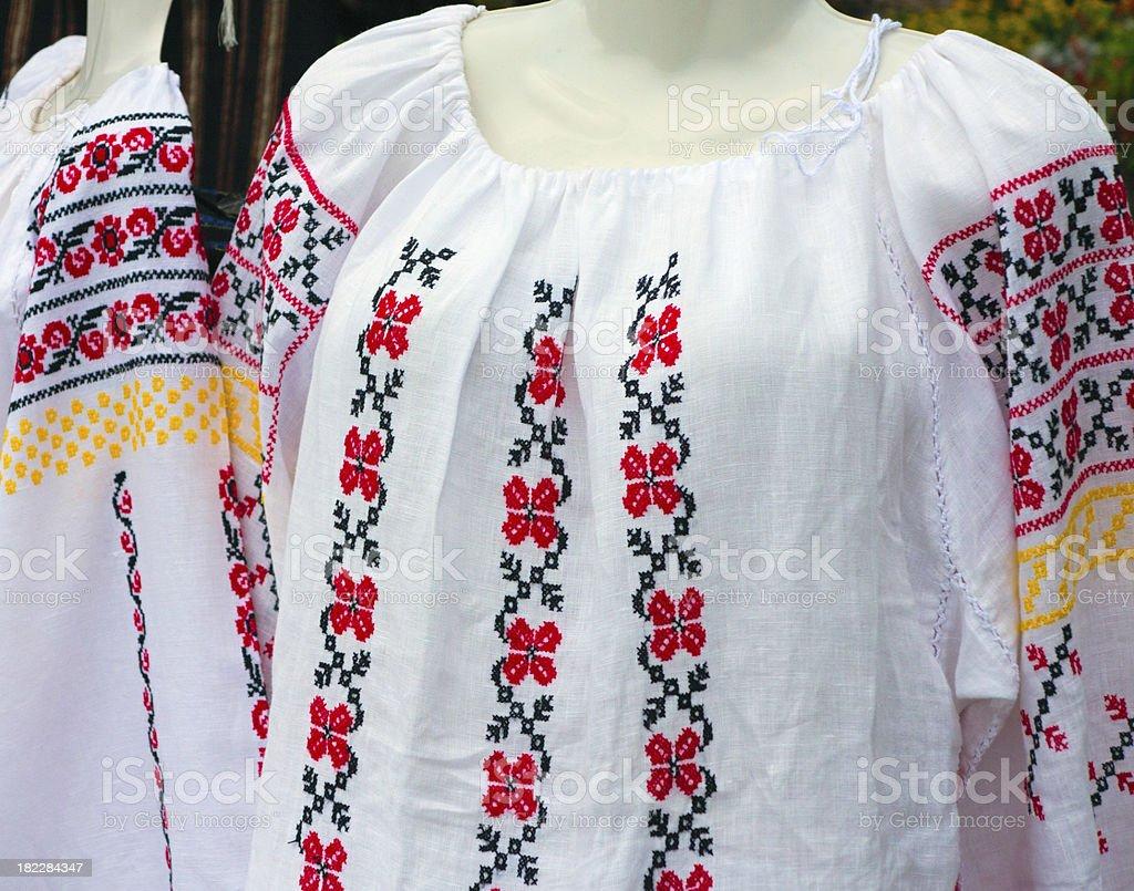 Dos Balcãs nacional bordada Fantasia de roupas Tradicionais foto de stock royalty-free