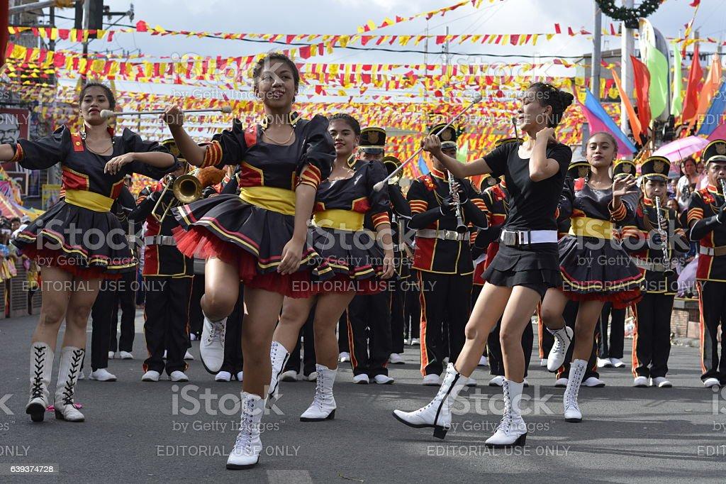 Band majorettes perform various dancing skills - fotografia de stock