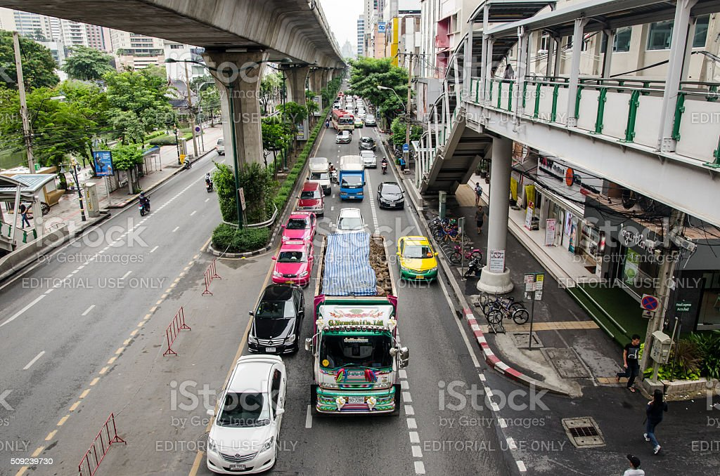 Bangkok, traffic in Thanon Sukhumvit near the Skytrain line stock photo