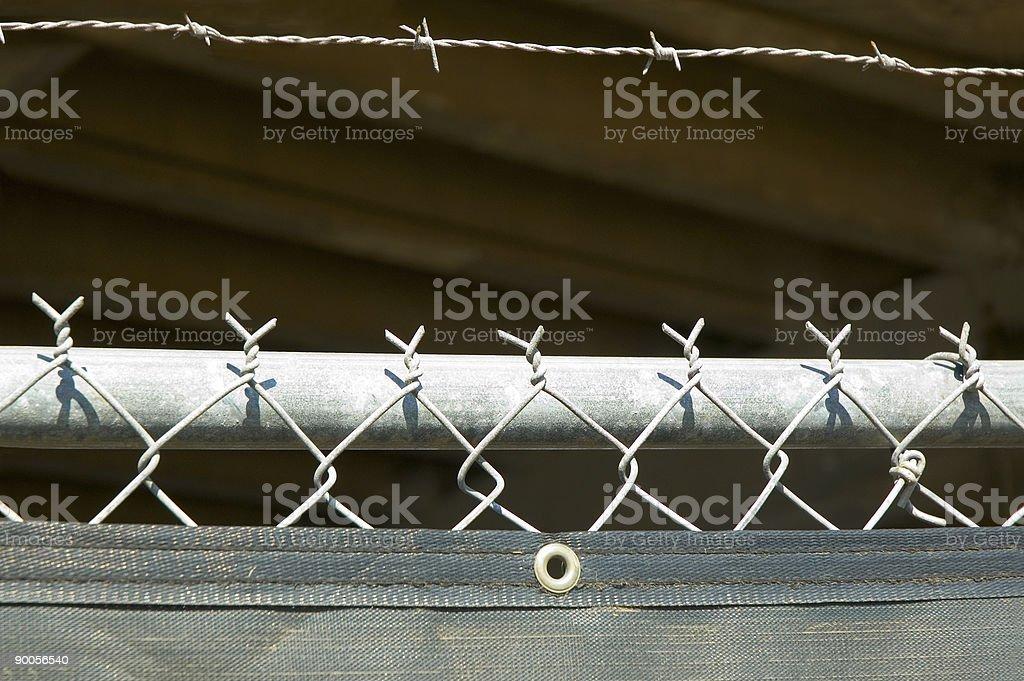 Filo spinato e cyclone parete foto stock royalty-free