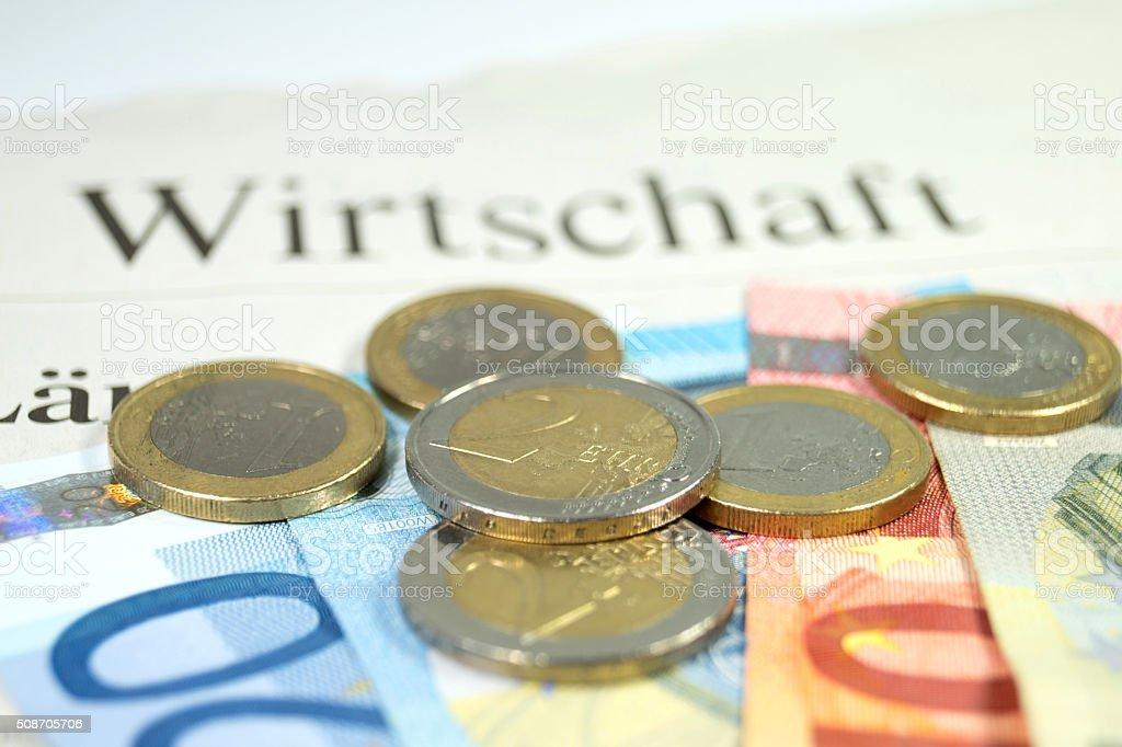 Bargeld und eine Zeitung stock photo