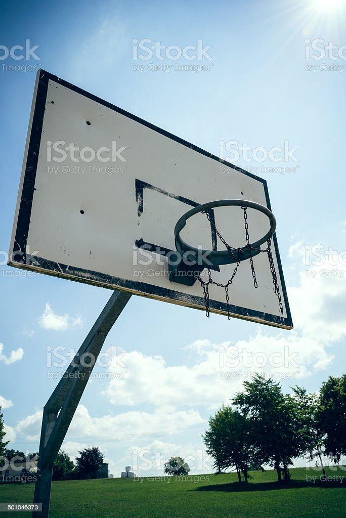 Basketballkorb in der Sonne stock photo