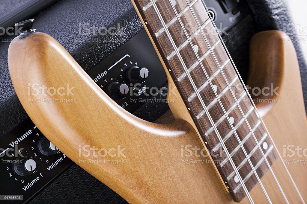 Бас-гитара и Усилитель Стоковые фото Стоковая фотография