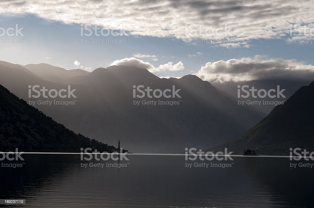 Baia di Kotor dopo la tempesta foto stock royalty-free