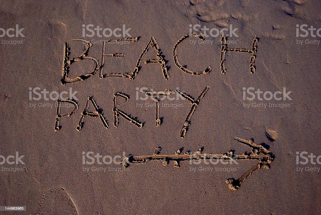Sur la plage d'écrire dans le sable photo libre de droits