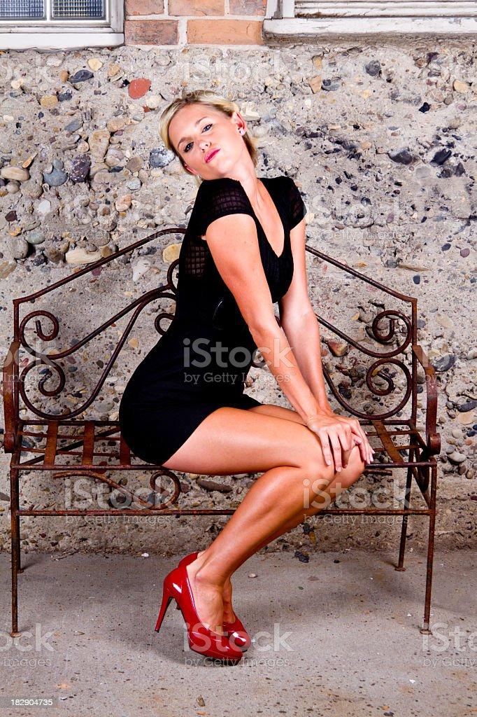 Девушка блондинка на высоких каблуках фото фото 742-386
