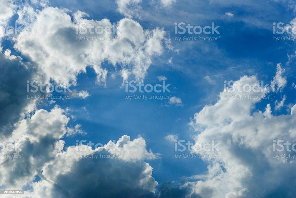 美しいブルーの空と雲 ロイヤリティフリーストックフォト
