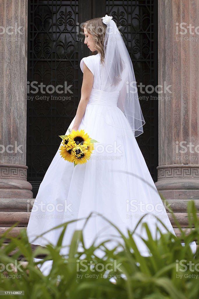Wunderschöne Braut mit Bouquet – Foto