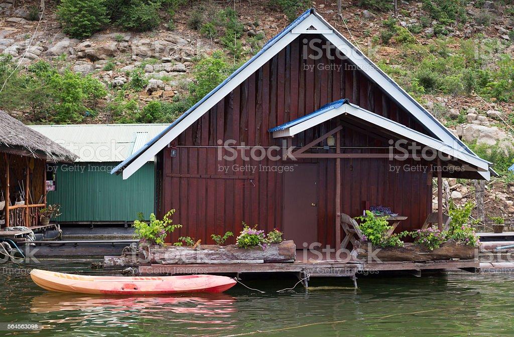 beautiful floating cottage house in river Стоковые фото Стоковая фотография