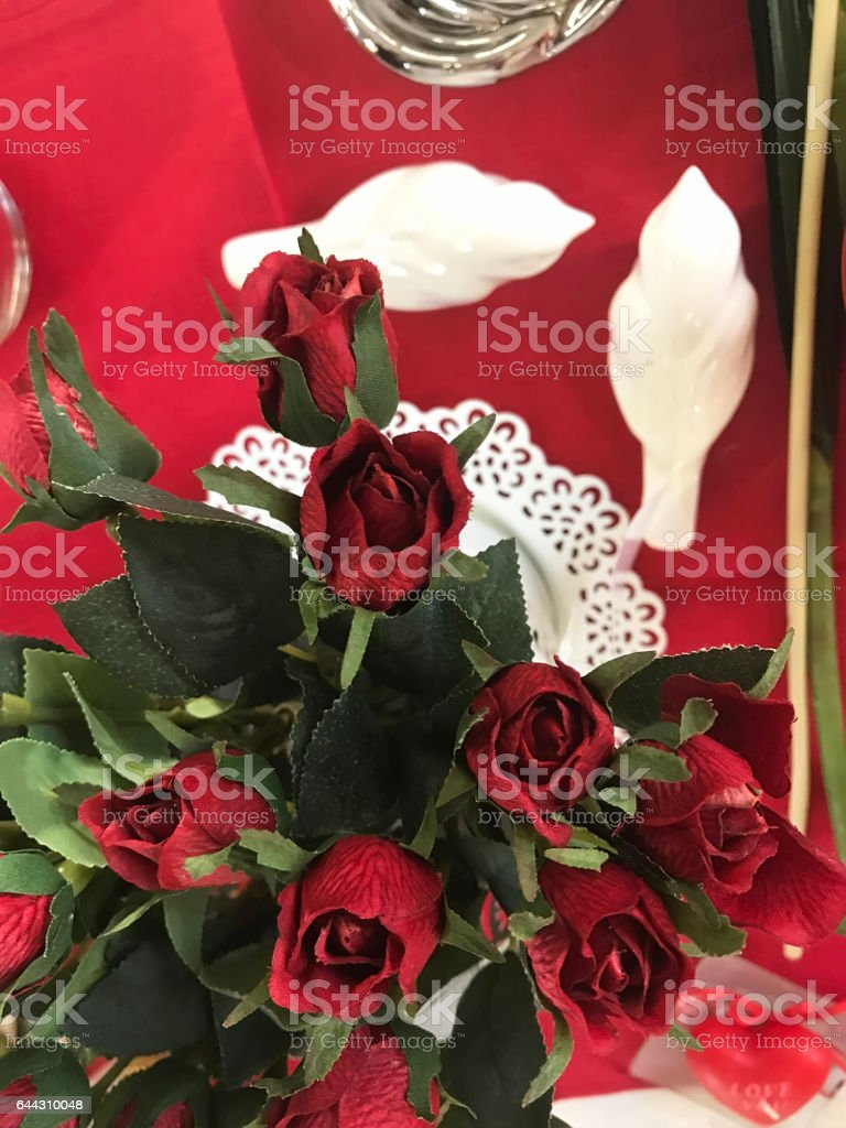 the beautiful flowers and nice gifts for Valentine\'s day
