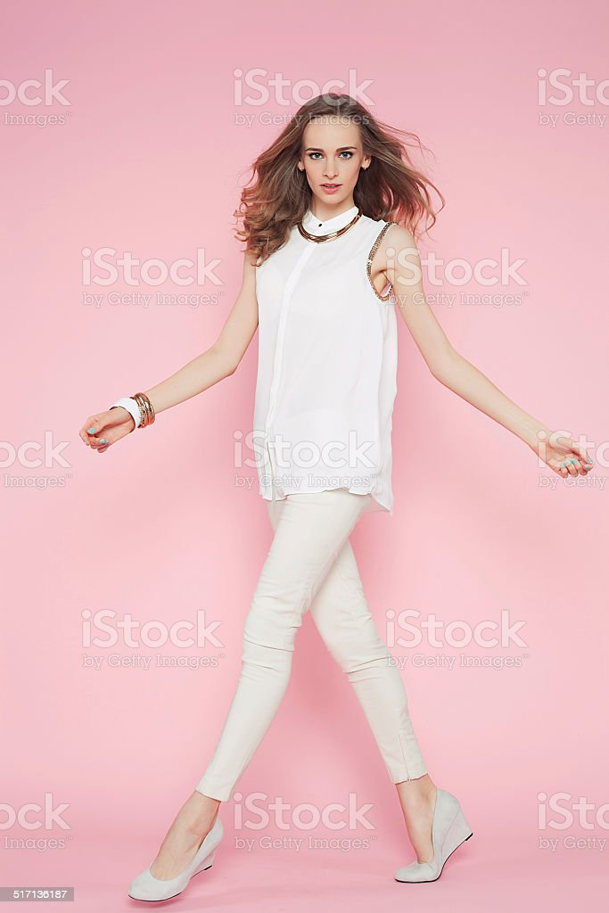 Девушка в бело розовом белье фото 151-701