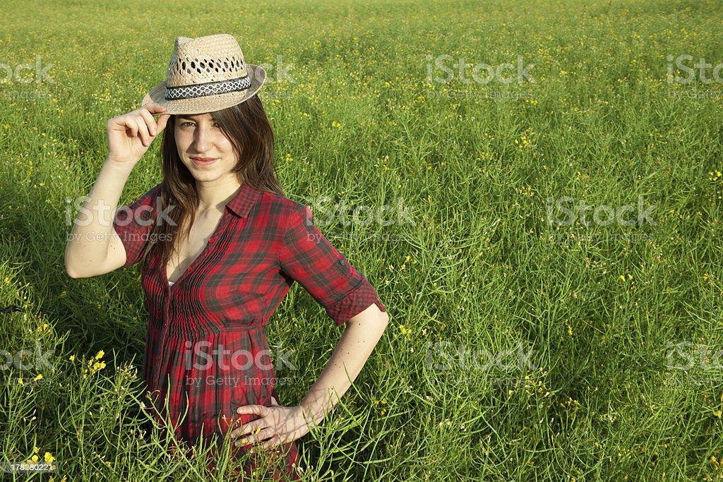 아름다운 소녀 웃는 필드에 royalty-free 스톡 사진