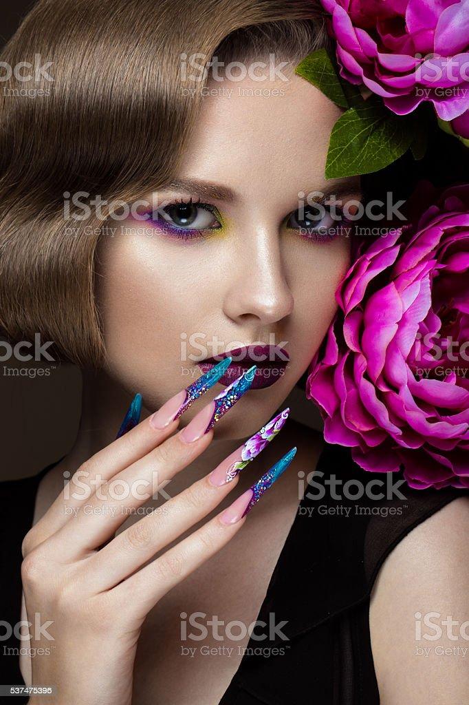 Фото девушек красивых с ногтями