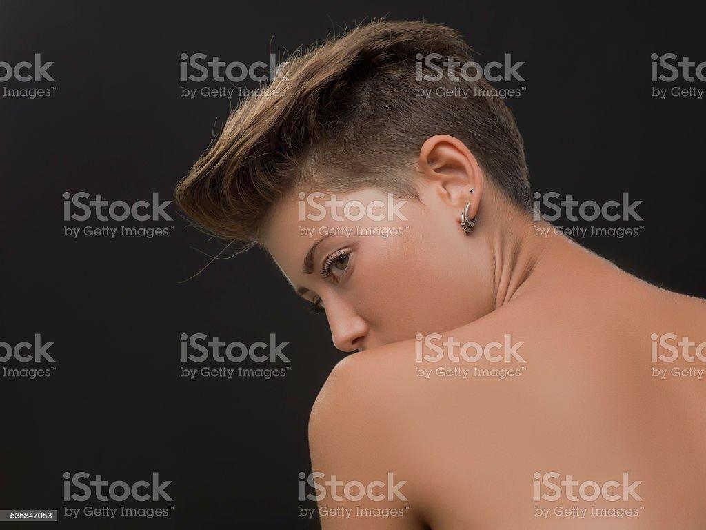 Short nude women pictures