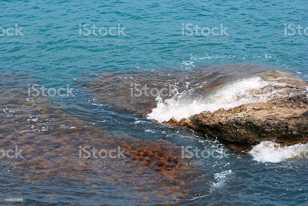 Bela Paisagem do mar com rock foto de stock royalty-free