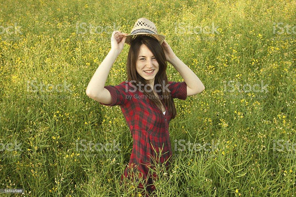 아름다운 모자를 쓴 웃는 여자아이 royalty-free 스톡 사진