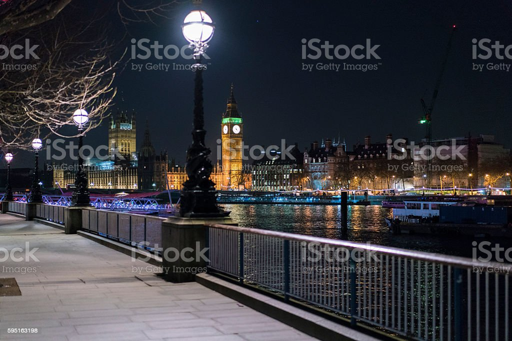 Beautiful southbank at River Thames by night with Big Ben Lizenzfreies stock-foto
