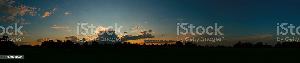 Hermosa puesta de sol en verano cielo foto de stock libre de derechos