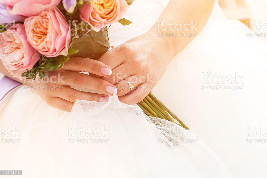 Beau bouquet de mariée, french manucure photo libre de droits