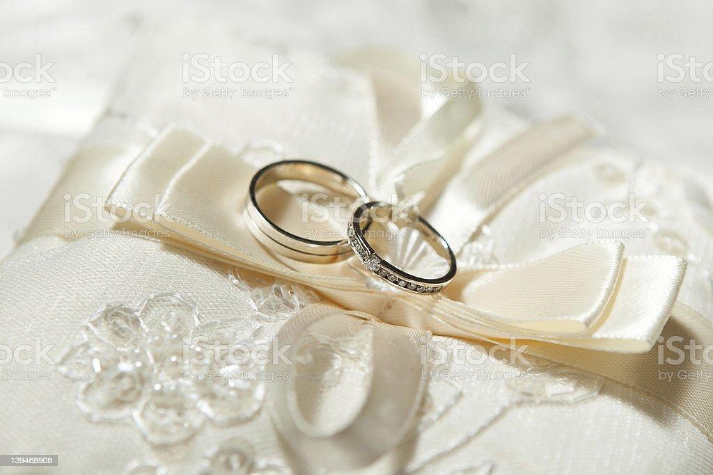 De magnifiques Anneaux de mariage photo libre de droits