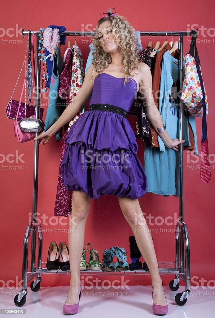 Hermosa mujer en ropa de moda foto de stock libre de derechos