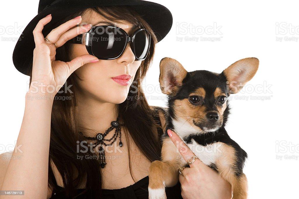 Mulher bonita com pequeno Cão foto de stock royalty-free