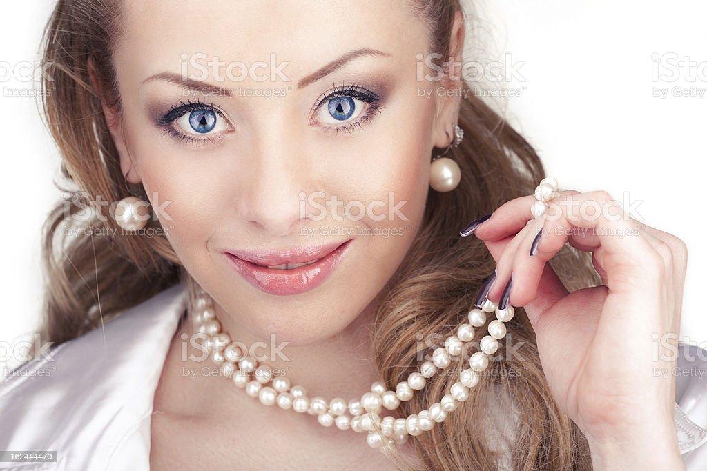 Schöne Frau mit Perlen Lizenzfreies stock-foto