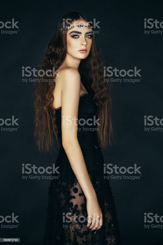 Beautiful woman with tiara - нет релиза stock photo