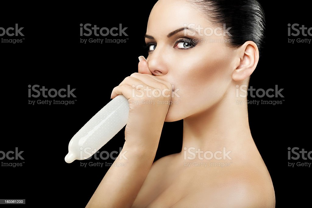 презерватив и красавица