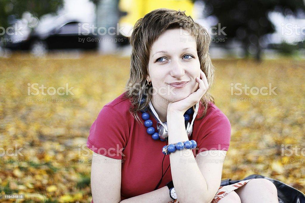 Belleza mujer en otoño foto de stock libre de derechos