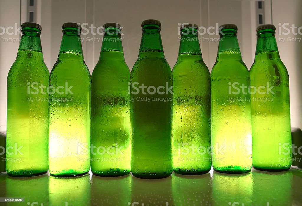 Bouteilles de bière en place photo libre de droits