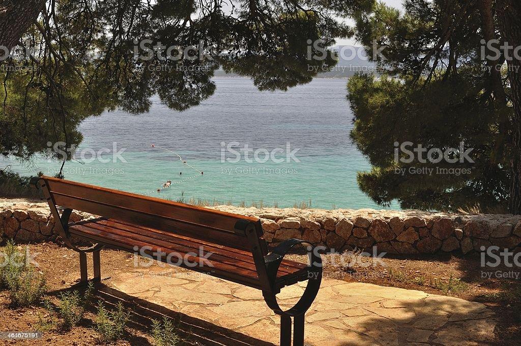 Ławka na plaży w list przewozowy na wyspę Brac zbiór zdjęć royalty-free