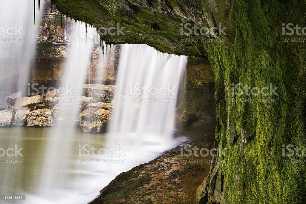 Sotto la cascata foto stock royalty-free