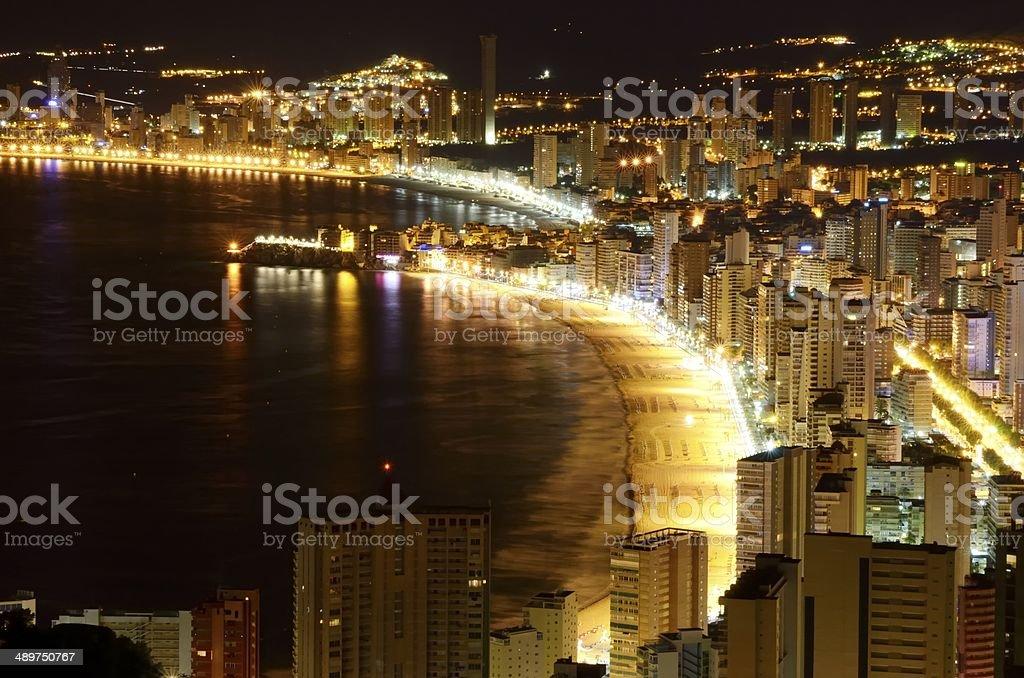 playas de Benidorm y edificios por la noche stock photo