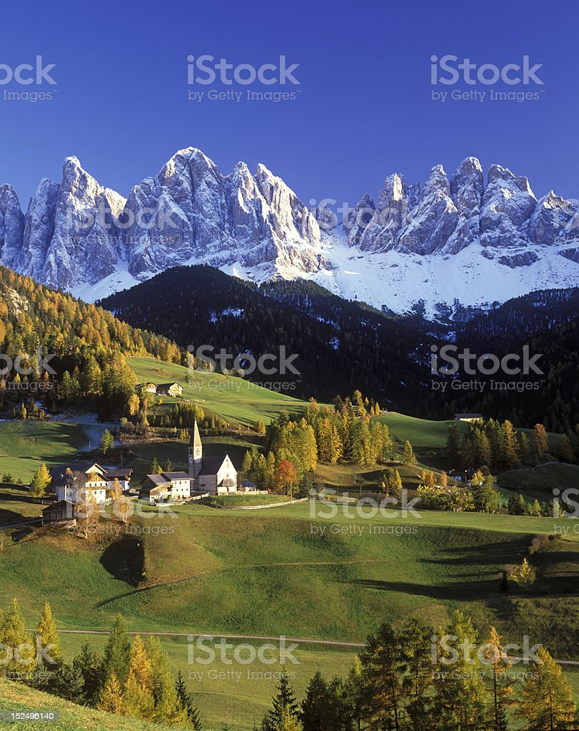 Bergdorf in den italienischen Alpen stock photo