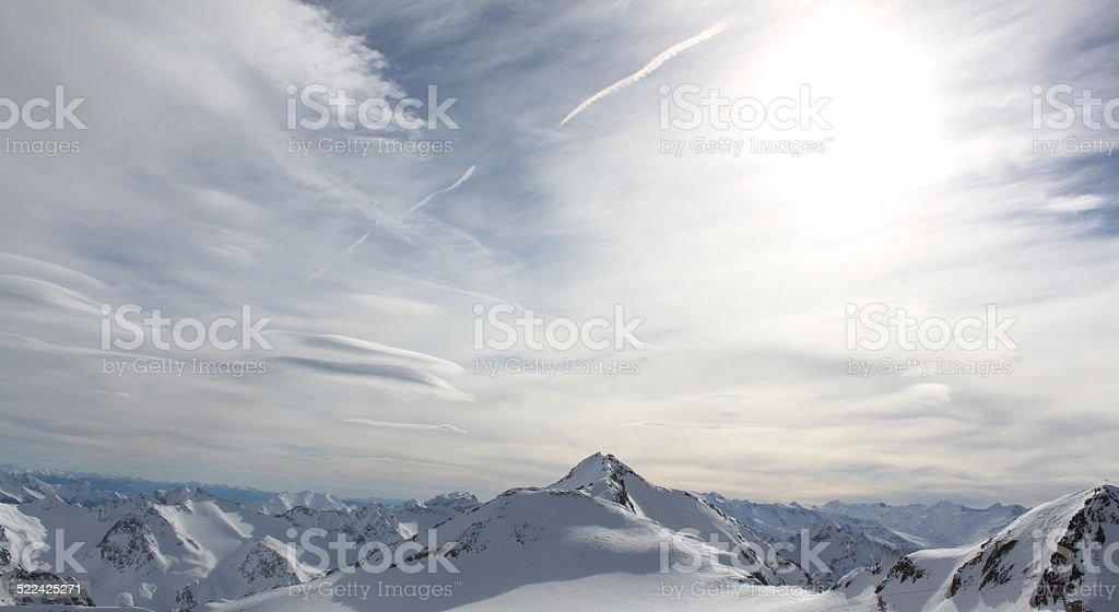 Berggipfel unter Schnee stock photo